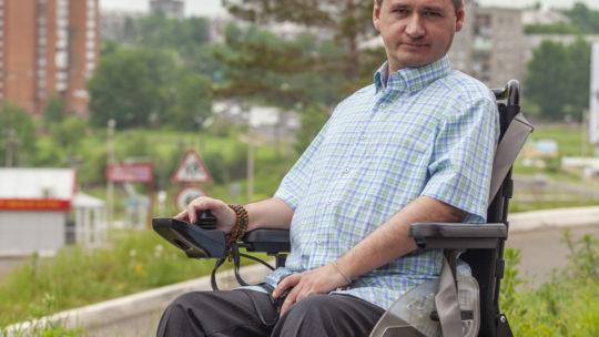 Жизнь после «заточения». Как человек с инвалидностью меняет Братск?